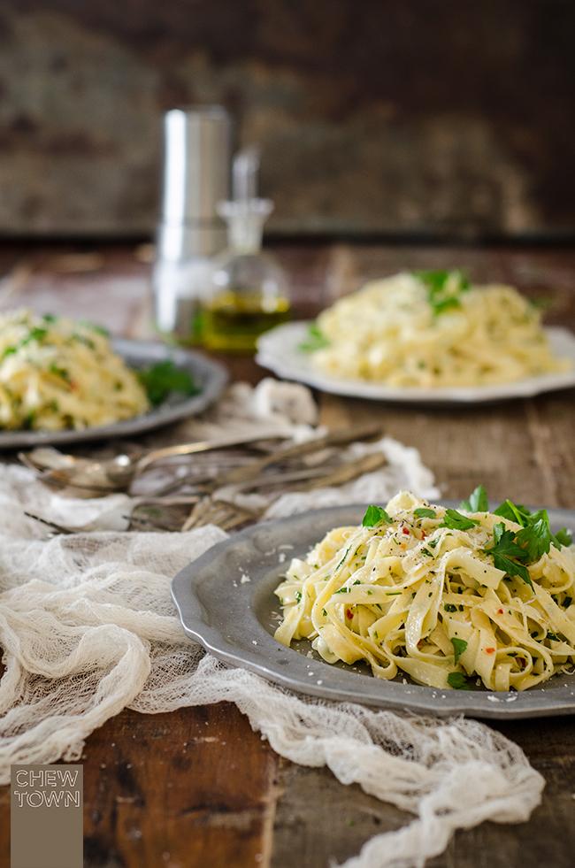 Fettuccine Aglio e Olio | Chew Town Food Blog