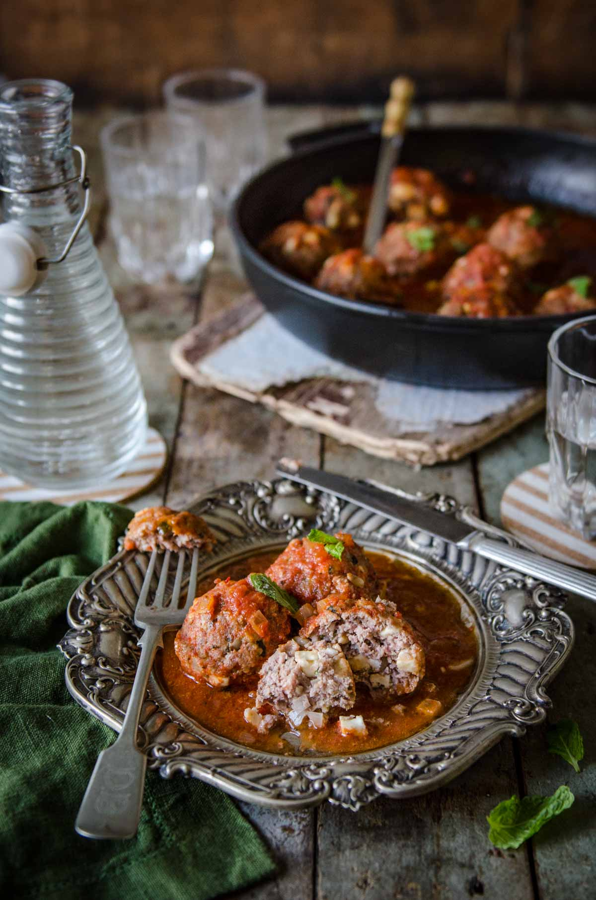 Keftedes me Saltsa Domata | Greek Meatballs in Tomato Sauce | Chew Town Food Blog