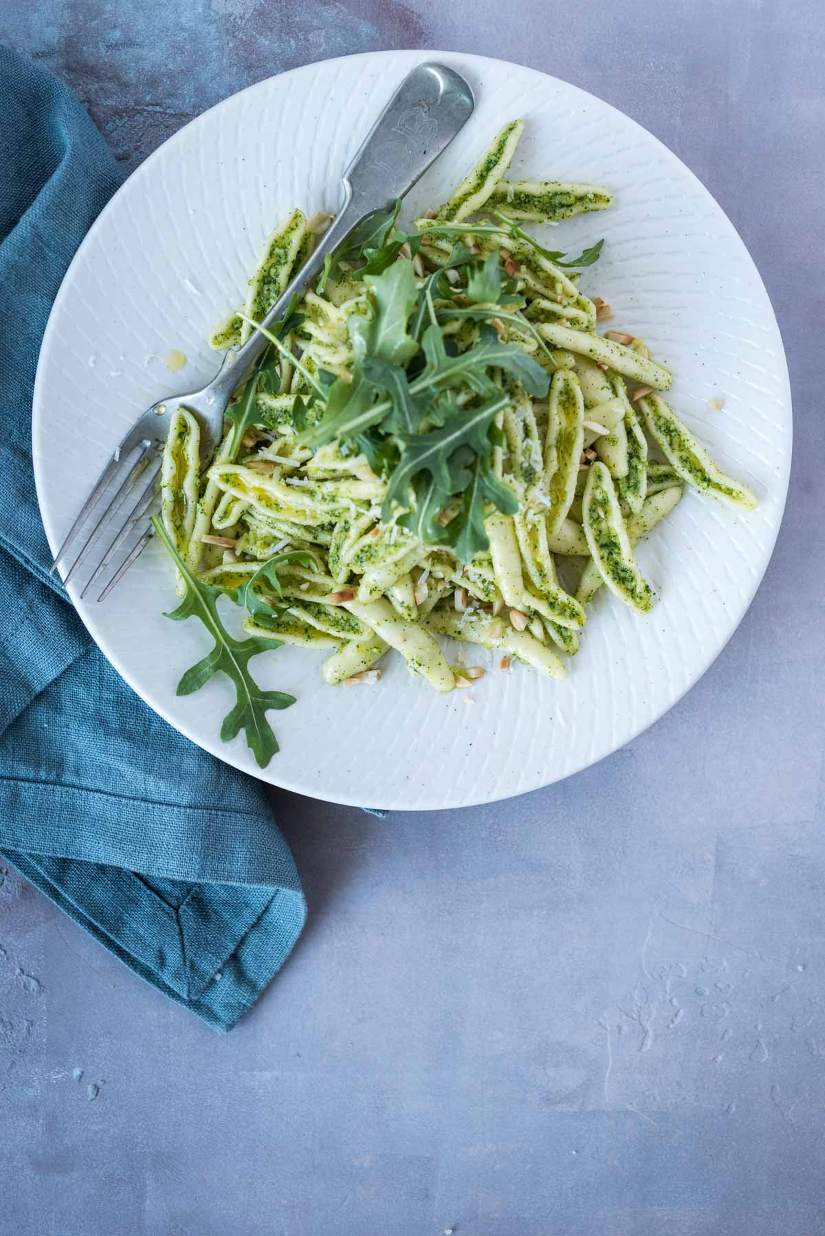 Rocket Almond Pesto Pasta | Chew Town Food Blog