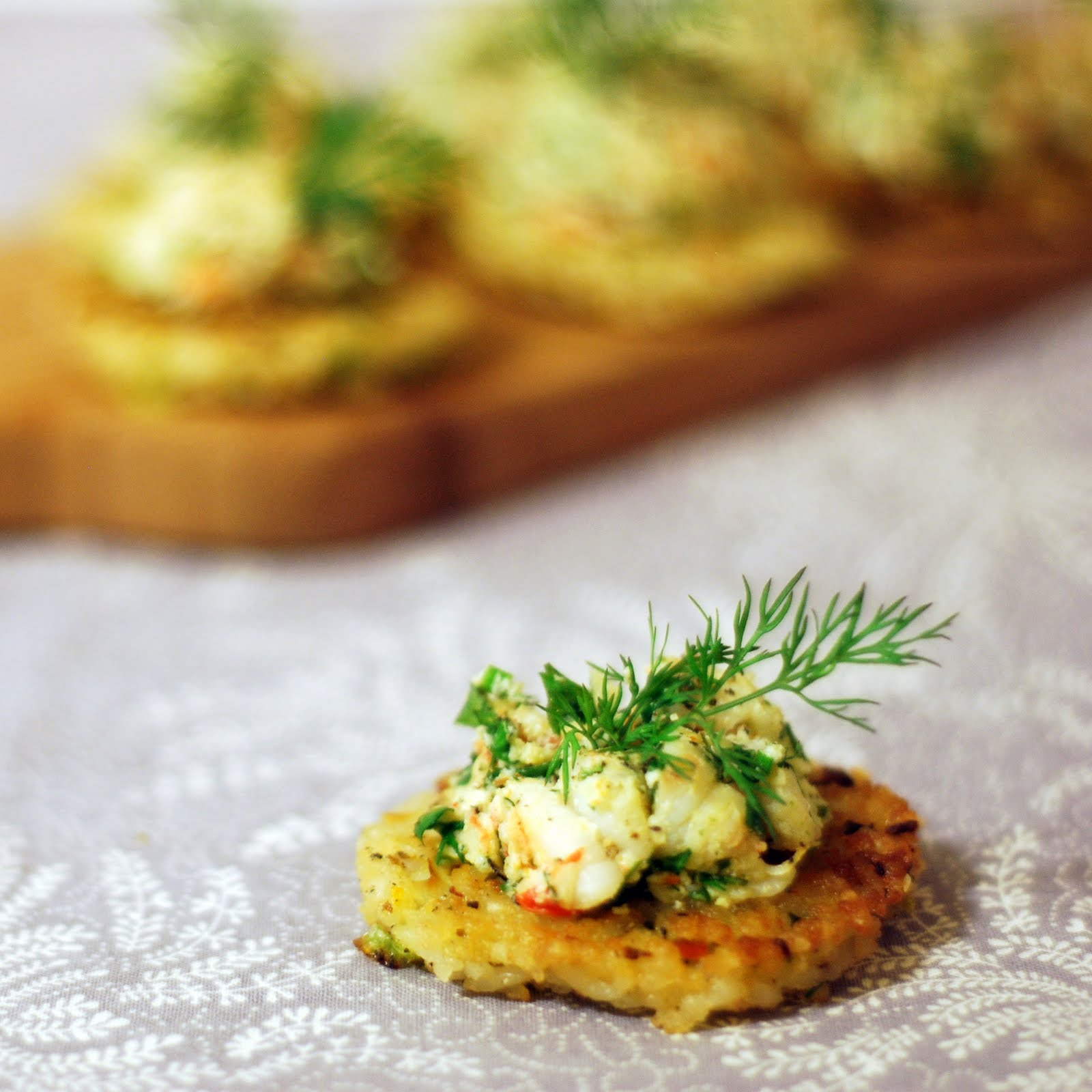 Prawns with dill on fragrant rice cakes chew town food blog for Cold canapes